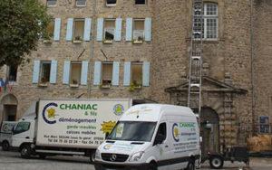 Déménagement au château d'Aubenas avec monte meuble au quatrième étage